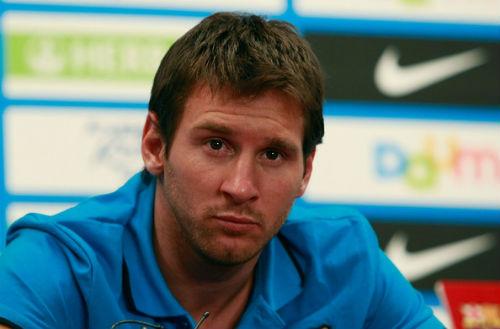 Messi, Ronaldo cắt tóc, ai sành điệu hơn? - 8