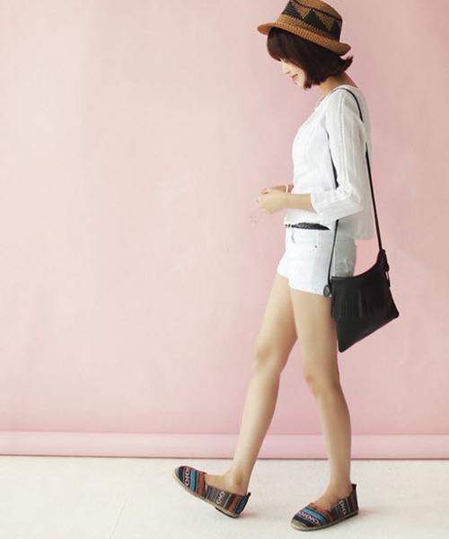 3 phong cách dễ ứng dụng với đôi giày đế bệt - 6