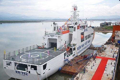 Tàu kiểm ngư hiện đại nhất VN về đến Vũng Tàu - 2