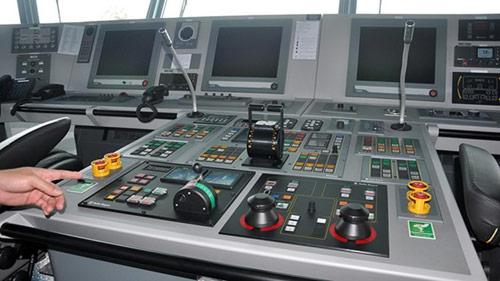 Tàu kiểm ngư hiện đại nhất VN về đến Vũng Tàu - 4