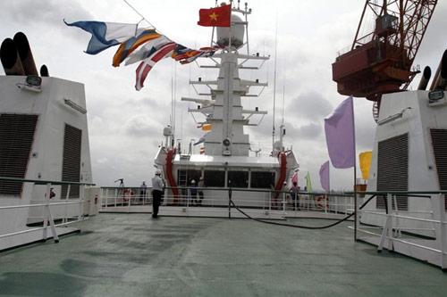 Tàu kiểm ngư hiện đại nhất VN về đến Vũng Tàu - 7