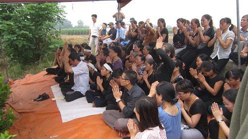 Vụ Cát Tường: Gia đình làm lễ cầu siêu cho chị Huyền - 1