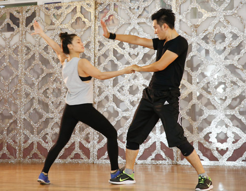 """Nguyễn Phi Hùng tập luyện 12 tiếng để """"lột xác"""" sexy - 2"""