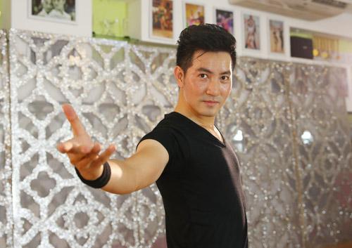 """Nguyễn Phi Hùng tập luyện 12 tiếng để """"lột xác"""" sexy - 6"""