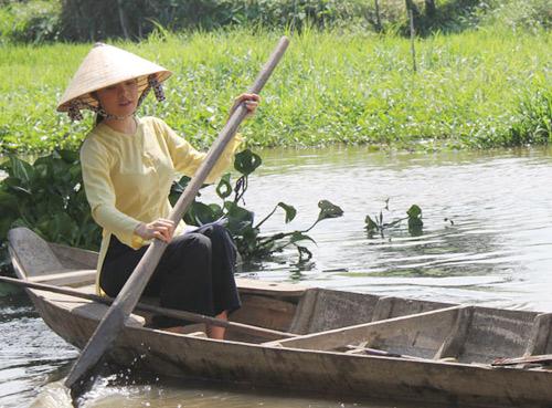 Dương Cẩm Lynh đẹp dịu dàng hóa gái quê - 5