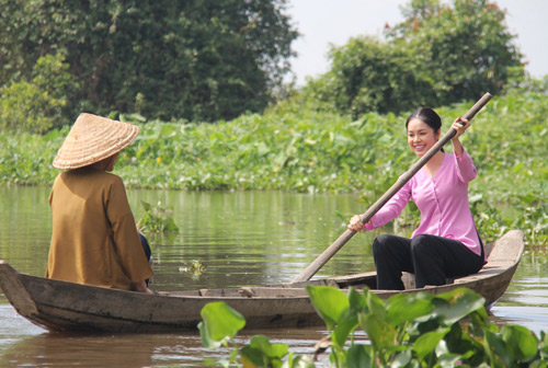 Dương Cẩm Lynh đẹp dịu dàng hóa gái quê - 4