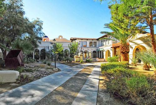 Thăm khu biệt thự rao giá 19,5 triệu đô của Michael Jackson - 4