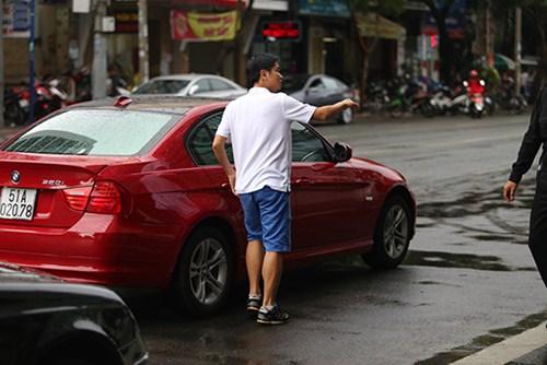 Hồ Hoài Anh lái xế bạc tỷ mới tậu đưa đón vợ - 5