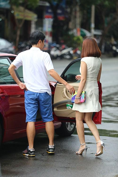 Hồ Hoài Anh lái xế bạc tỷ mới tậu đưa đón vợ - 6