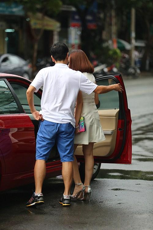 Hồ Hoài Anh lái xế bạc tỷ mới tậu đưa đón vợ - 7