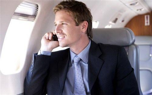 Mỹ sẽ cấm gọi điện di động trên máy bay? - 1