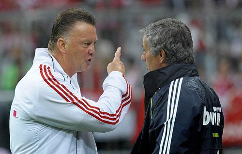 """""""Mourinho không thể chơi tâm lý chiến với Van Gaal"""" - 1"""