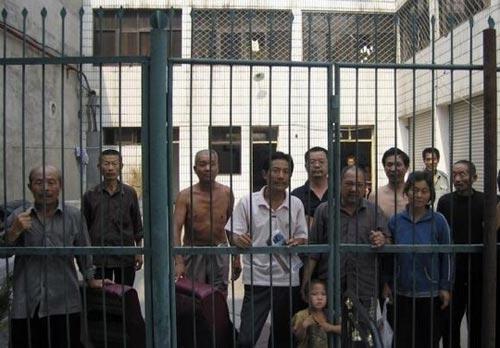 TQ cho quan chức đi thăm nhà tù để cảnh cáo - 1