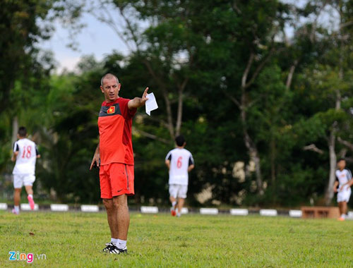 U19 Việt Nam tập bứt tốc như thần tượng Ronaldo ở Brunei - 1