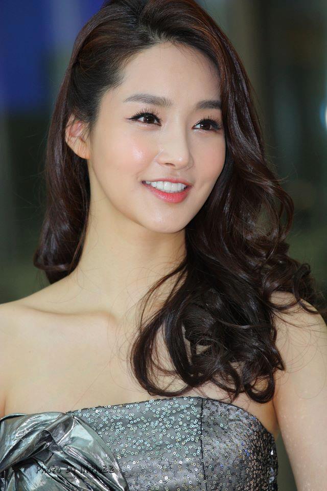 """Hoa hậu Hàn """"chạm ngõ"""" nghệ thuật thứ 7 - 1"""