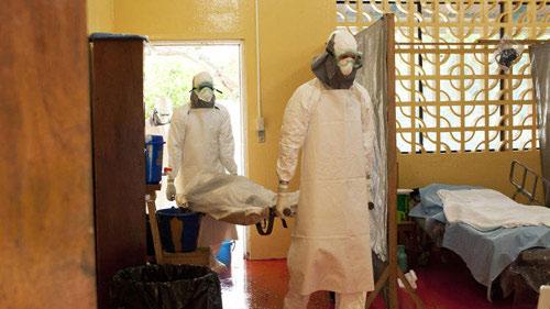 Dịch Ebola tồi tệ nhất trong lịch sử: Lây qua tiếp xúc - 1