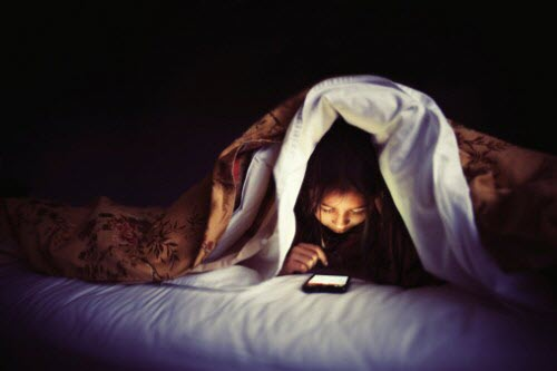 3 lý do bạn không nên ngủ với điện thoại - 1