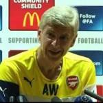 """Video bóng đá hot - Họp báo của Arsenal bị gián đoạn bởi """"nhạc lạ"""""""