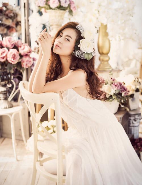 Hoàng Thùy Linh buông lơi vai trần đón tuổi 26 - 1