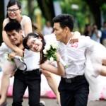 Bạn trẻ - Cuộc sống - 50 cặp cô dâu chú rể cõng nhau chạy marathon