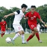 """Bóng đá - Ảnh: U19 Việt Nam áp đảo """"đàn anh"""" U21 Singapore"""