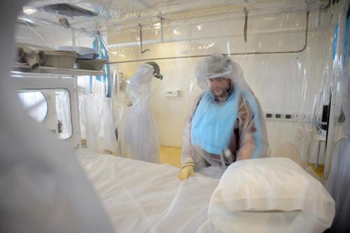 """Khủng bố bằng """"bom bẩn"""" Ebola: Ác mộng toàn cầu? (Kỳ 2) - 2"""
