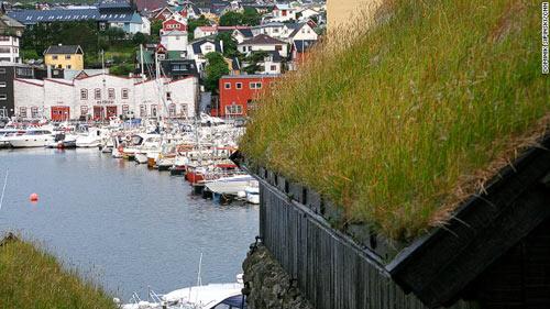 Những ngôi nhà mái cỏ độc đáo ở quần đảo Faroe - 11