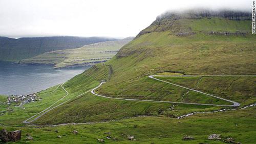 Những ngôi nhà mái cỏ độc đáo ở quần đảo Faroe - 1