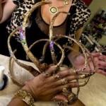 Phi thường - kỳ quặc - Người phụ nữ có móng tay dài gần 40 cm