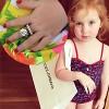 Bé gái 2 tuổi chơi đồ hiệu khiến dân mạng mê mẩn