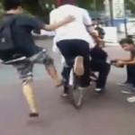 Cười 24H - Thôi rồi, năm anh em trên một chiếc xe đạp