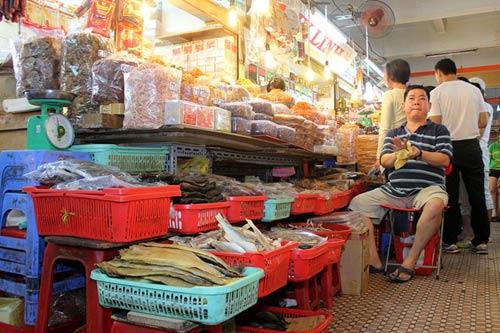 """Những ngôi chợ """"già"""" nổi tiếng nhất Sài Gòn - 12"""