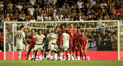 Siêu phẩm lốp bóng khiến Milan ôm hận - 1
