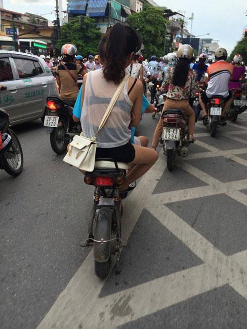 Thiếu nữ Việt hở bạo, trang tin nước ngoài lên tiếng - 1