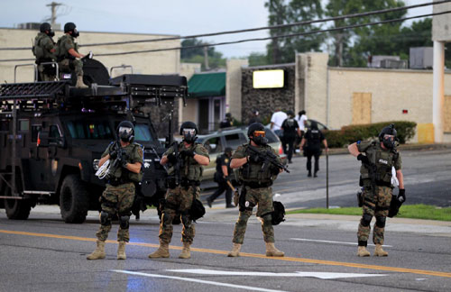 Mỹ: Huy động cảnh binh dẹp bạo loạn kinh hoàng - 2