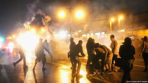 Mỹ: Huy động cảnh binh dẹp bạo loạn kinh hoàng - 1
