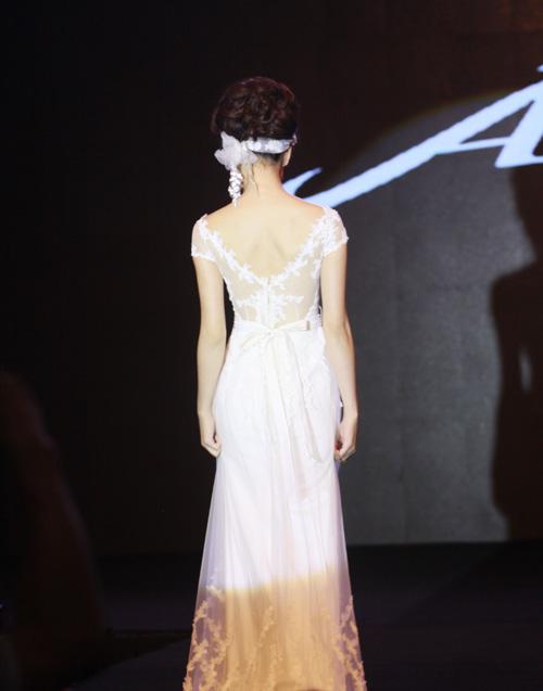 Những mẫu váy cưới mê hoặc gái trẻ - 5