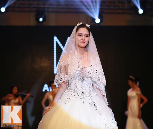 Những mẫu váy cưới mê hoặc gái trẻ - 9