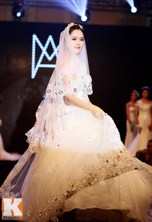 Những mẫu váy cưới mê hoặc gái trẻ - 10