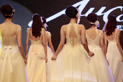 Những mẫu váy cưới mê hoặc gái trẻ - 7