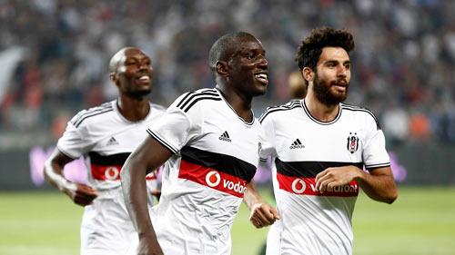 """Tỏa sáng ở bến đỗ mới, Demba Ba """"kể tội"""" Mourinho - 1"""