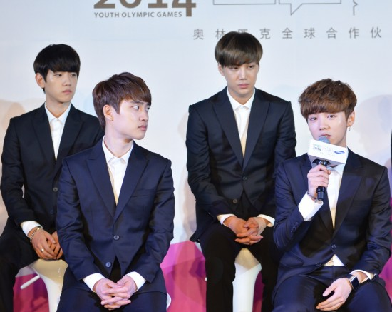 Nhóm EXO đau đầu vì quản lý đánh fan Trung Quốc - 11