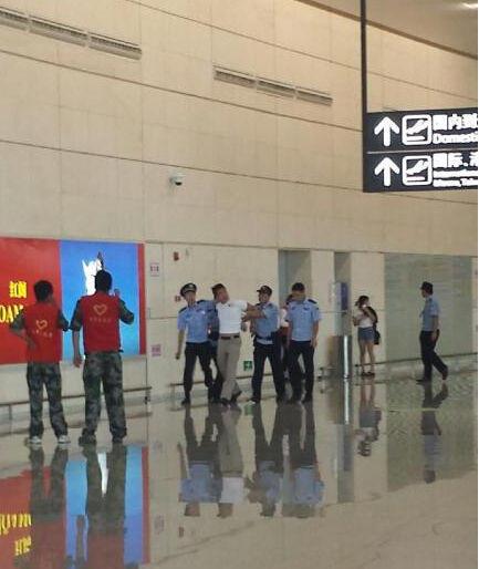 Nhóm EXO đau đầu vì quản lý đánh fan Trung Quốc - 1