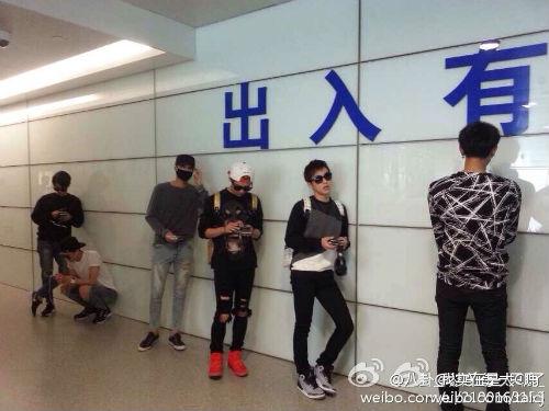 Nhóm EXO đau đầu vì quản lý đánh fan Trung Quốc - 3