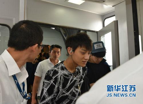 Nhóm EXO đau đầu vì quản lý đánh fan Trung Quốc - 5