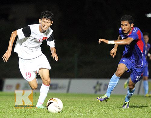 """Chùm ảnh: U19 VN """"hành hạ"""" đàn anh U21 Campuchia - 3"""