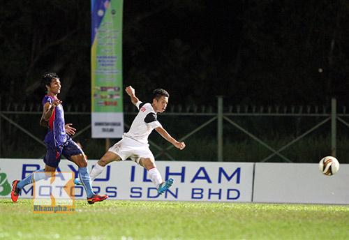 """Chùm ảnh: U19 VN """"hành hạ"""" đàn anh U21 Campuchia - 5"""