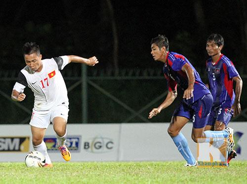 """Chùm ảnh: U19 VN """"hành hạ"""" đàn anh U21 Campuchia - 7"""