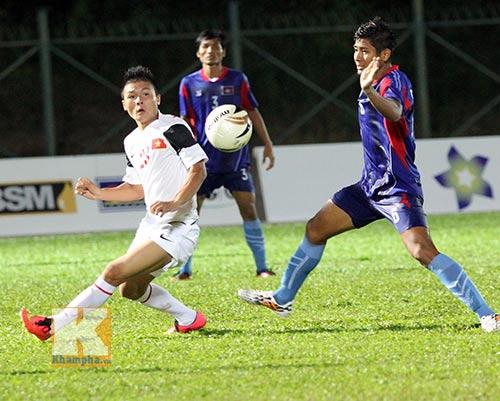 """Chùm ảnh: U19 VN """"hành hạ"""" đàn anh U21 Campuchia - 9"""