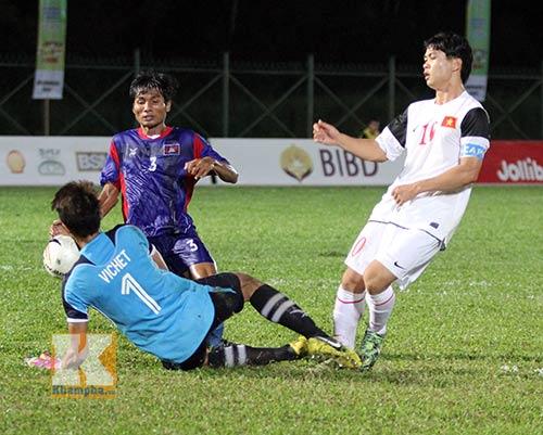 """Chùm ảnh: U19 VN """"hành hạ"""" đàn anh U21 Campuchia - 12"""